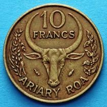 Мадагаскар 10 франков 1971-1991 год.