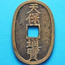 Япония 100 мон 1835-1870 год. Большое квадратное отверстие.